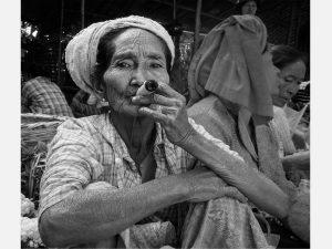 Cheroot Smoker (Bagan 2014)