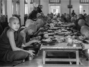 Mealtime (Mahagandayon Monastery 2014)